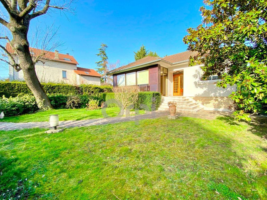 Maison à vendre 6 180m2 à Livry-Gargan vignette-1