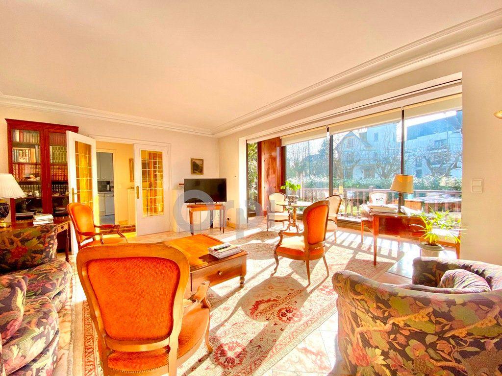 Maison à vendre 6 180m2 à Livry-Gargan vignette-2