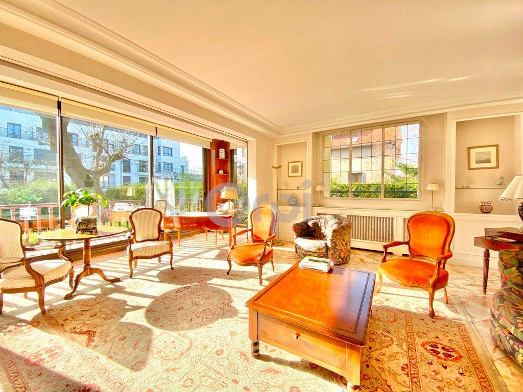 Maison à vendre 6 180m2 à Livry-Gargan vignette-4