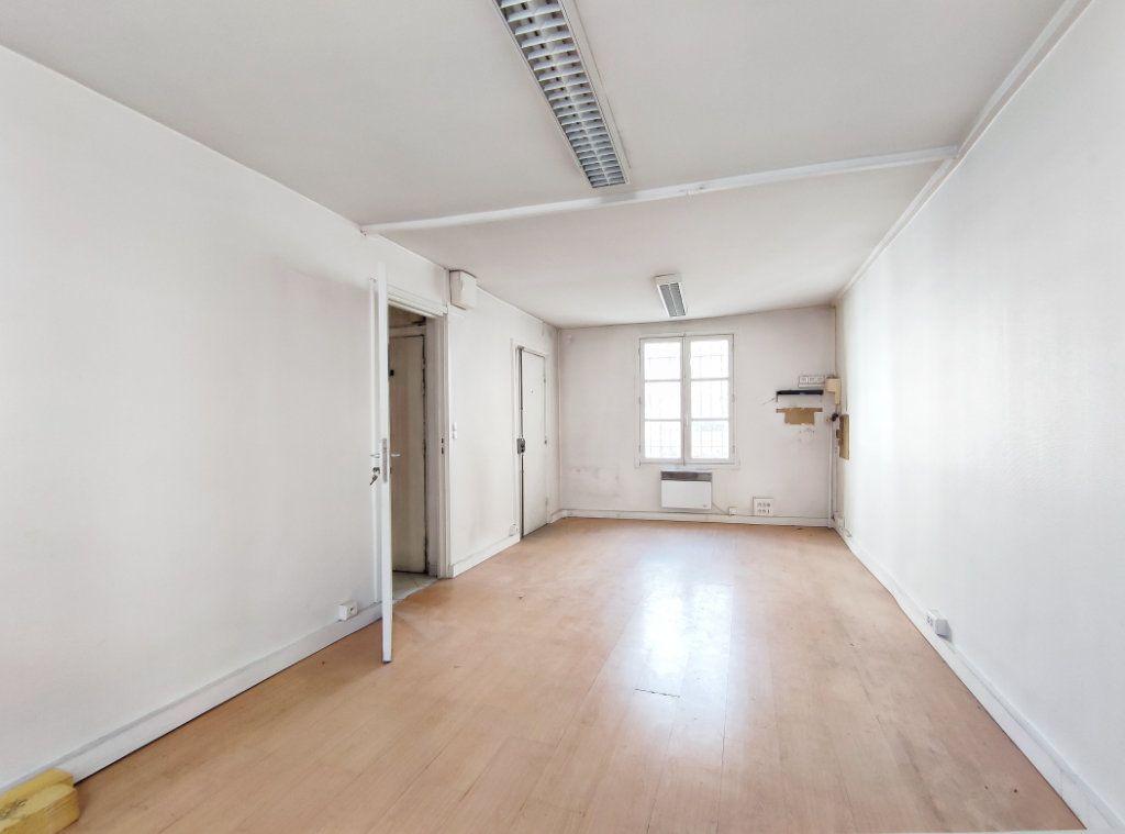Appartement à vendre 3 47.5m2 à Paris 20 vignette-3