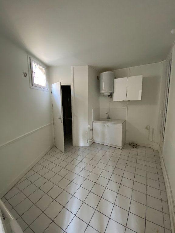 Appartement à louer 1 28m2 à Saint-Denis vignette-2