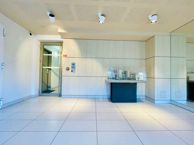 Appartement à vendre 3 61m2 à Bobigny vignette-1