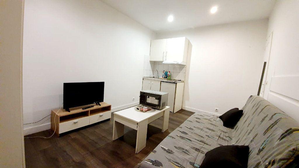 Appartement à louer 1 14m2 à La Courneuve vignette-2