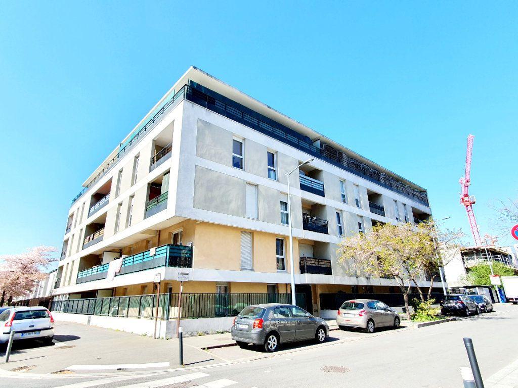 Appartement à louer 3 63.35m2 à Bobigny vignette-1