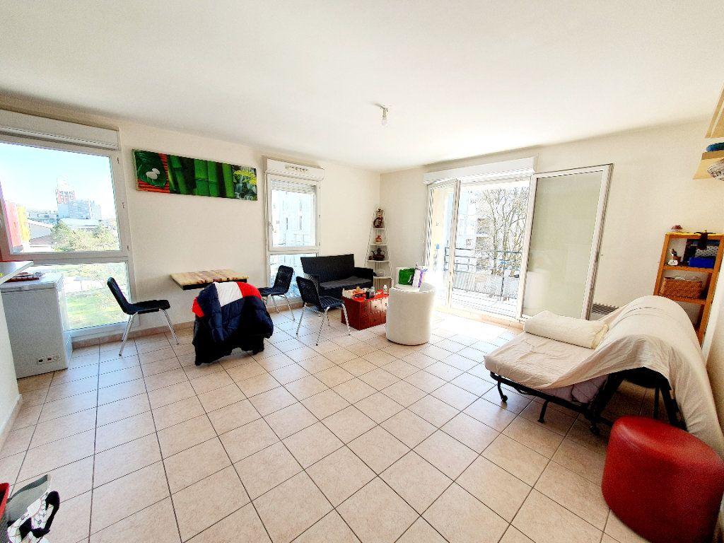 Appartement à louer 3 63.35m2 à Bobigny vignette-2