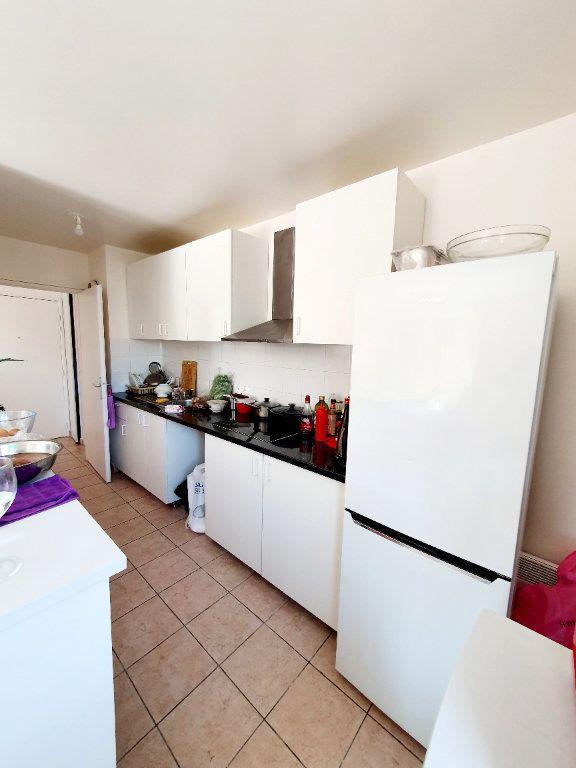 Appartement à louer 3 63.35m2 à Bobigny vignette-3