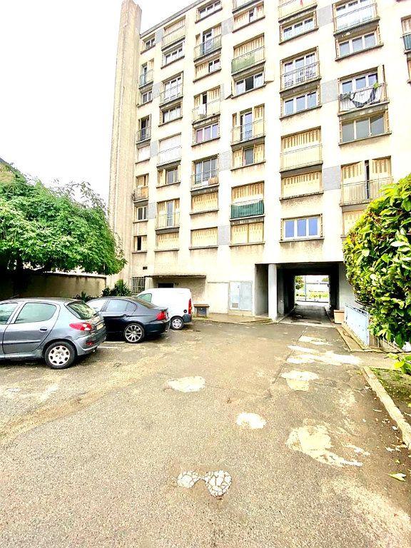 Stationnement à louer 0 13m2 à La Courneuve vignette-1