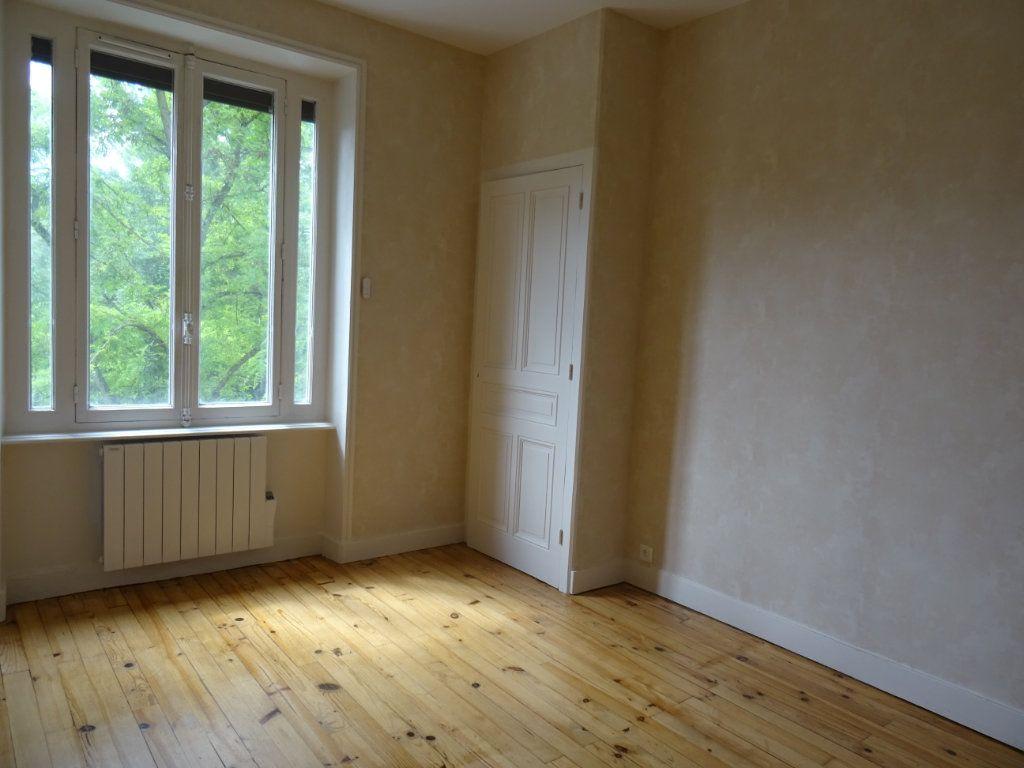 Maison à louer 7 141.93m2 à Lozanne vignette-5