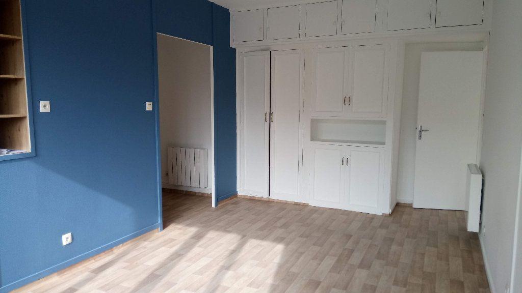 Appartement à louer 2 35m2 à Villefranche-sur-Saône vignette-1