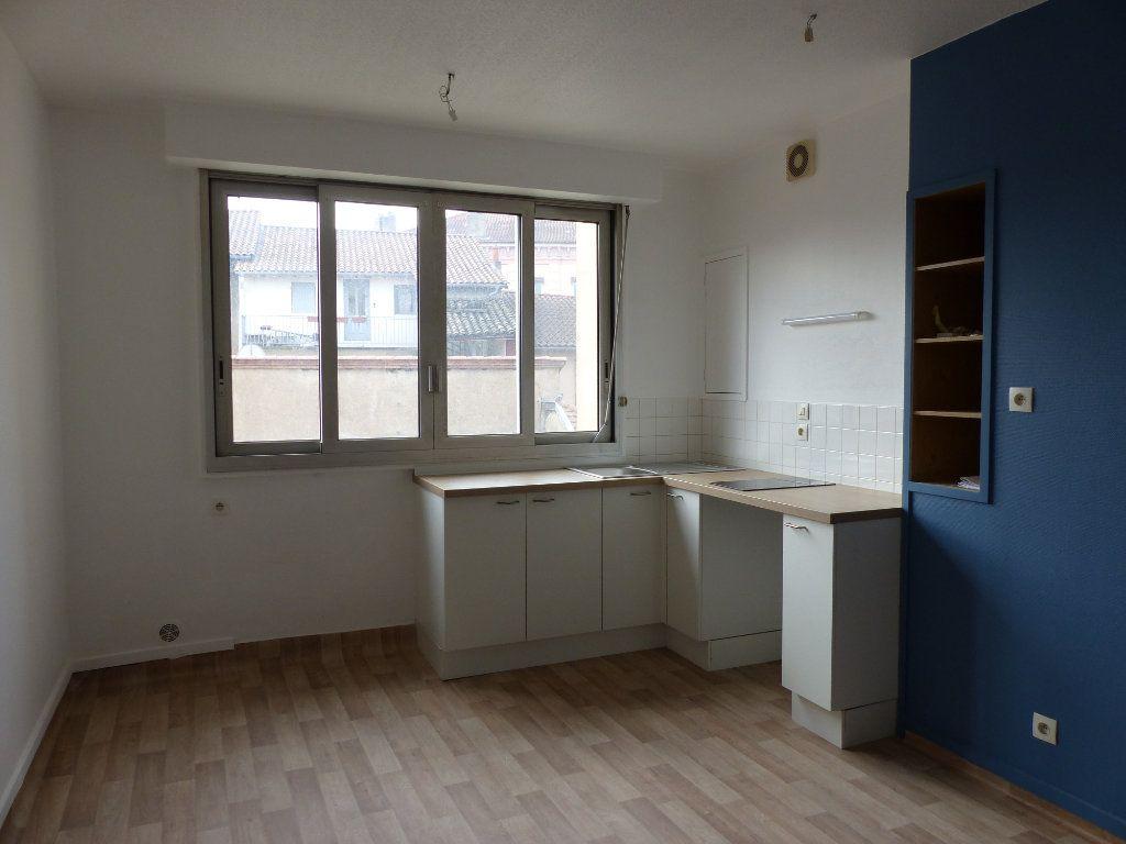 Appartement à louer 2 35m2 à Villefranche-sur-Saône vignette-2