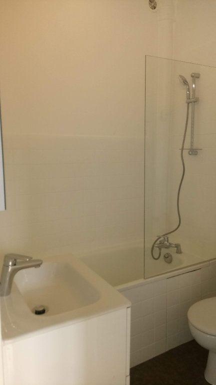 Appartement à louer 2 35m2 à Villefranche-sur-Saône vignette-4