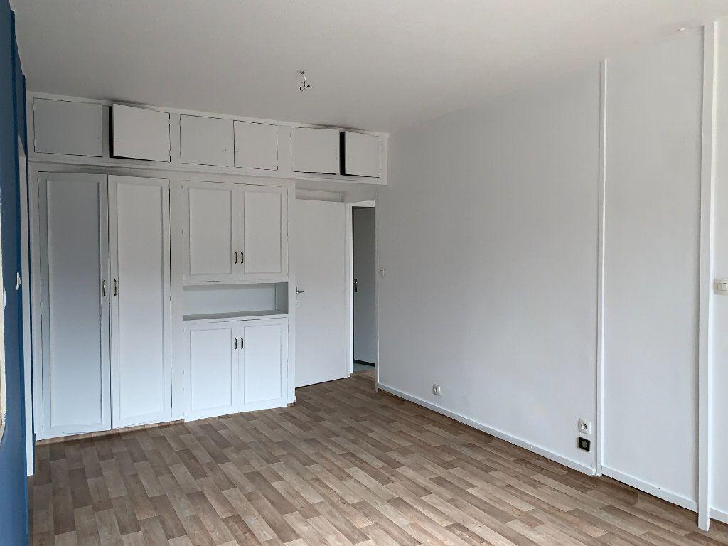 Appartement à louer 2 35m2 à Villefranche-sur-Saône vignette-6
