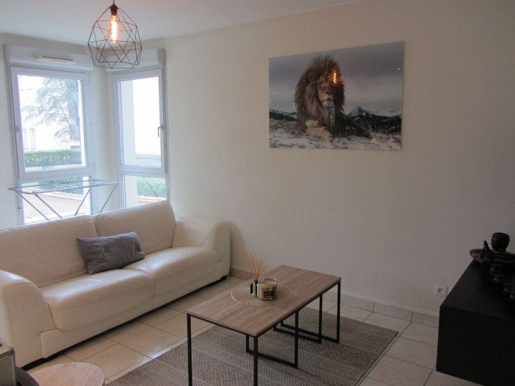 Appartement à louer 2 43.55m2 à Villefranche-sur-Saône vignette-2