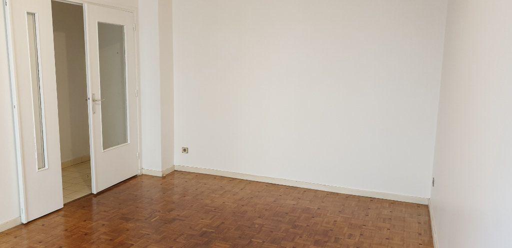 Appartement à louer 2 36.98m2 à Lyon 7 vignette-2