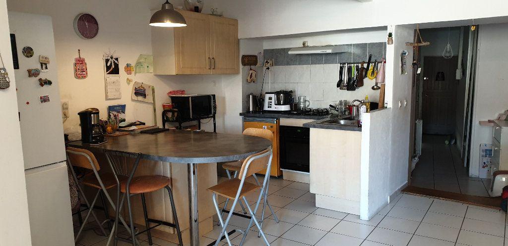 Appartement à louer 3 53m2 à Saint-Genis-Laval vignette-2