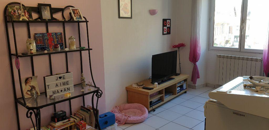 Appartement à louer 3 53m2 à Saint-Genis-Laval vignette-3