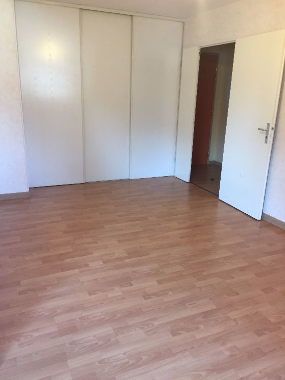 Appartement à louer 3 62.58m2 à Le Petit-Quevilly vignette-4