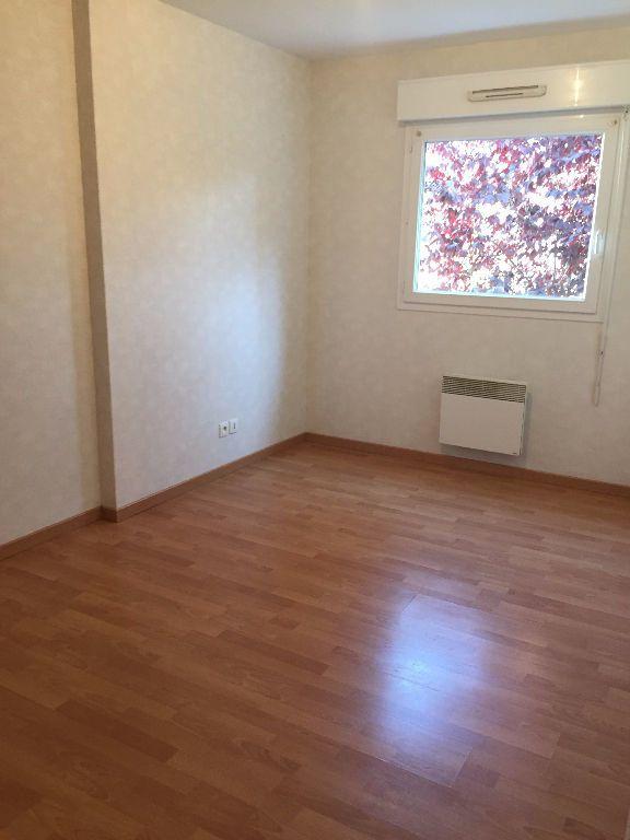 Appartement à louer 3 62.58m2 à Le Petit-Quevilly vignette-6