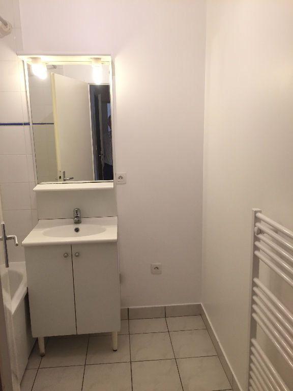 Appartement à louer 3 62.58m2 à Le Petit-Quevilly vignette-7