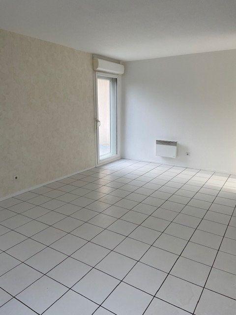 Appartement à louer 2 46.6m2 à Rouen vignette-3