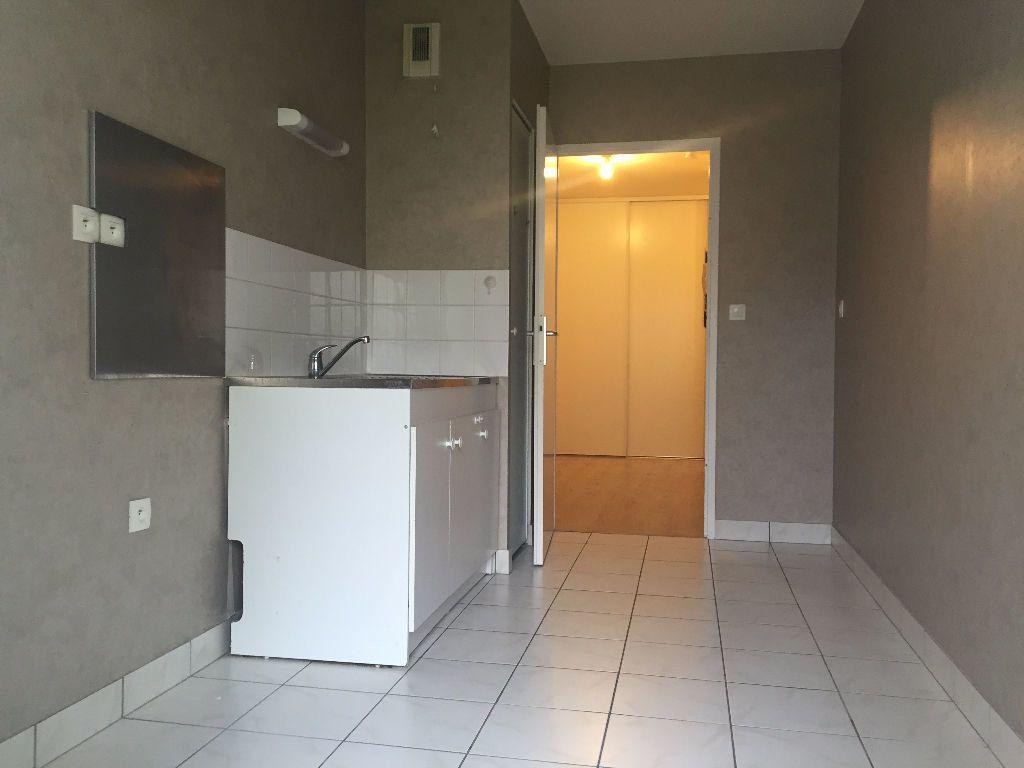 Appartement à louer 3 66.13m2 à Le Petit-Quevilly vignette-3