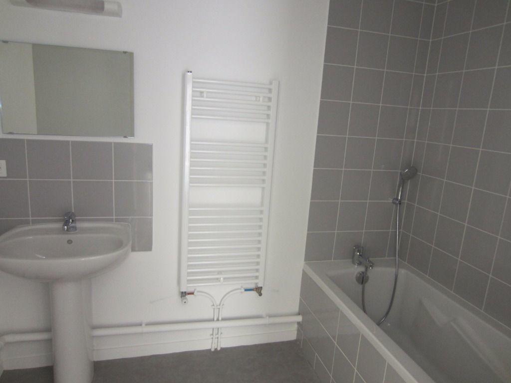 Appartement à louer 3 59.32m2 à Rouen vignette-5
