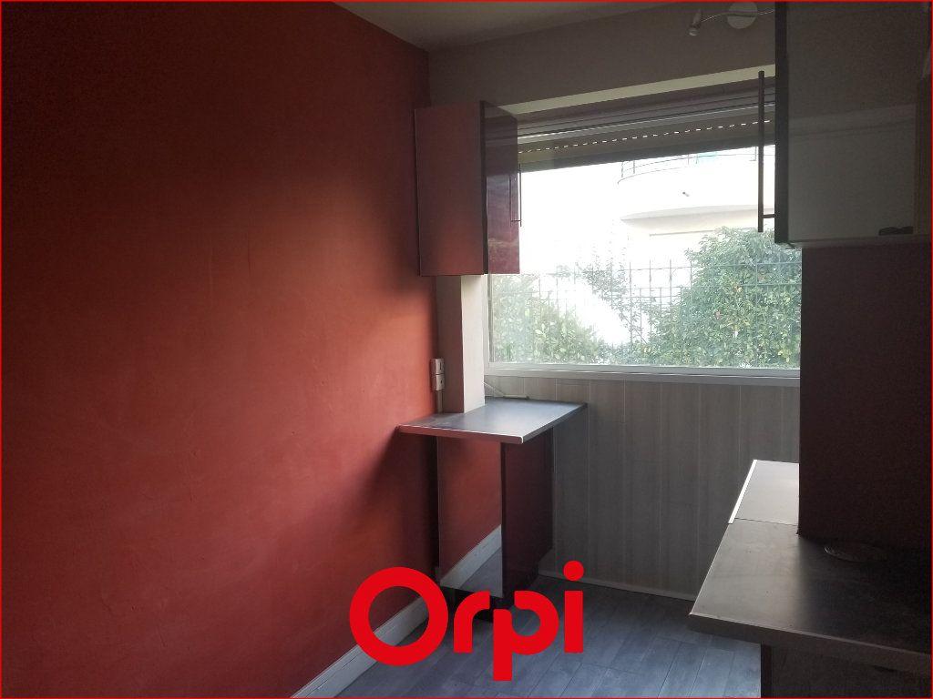 Appartement à louer 1 9.84m2 à Chamalières vignette-1