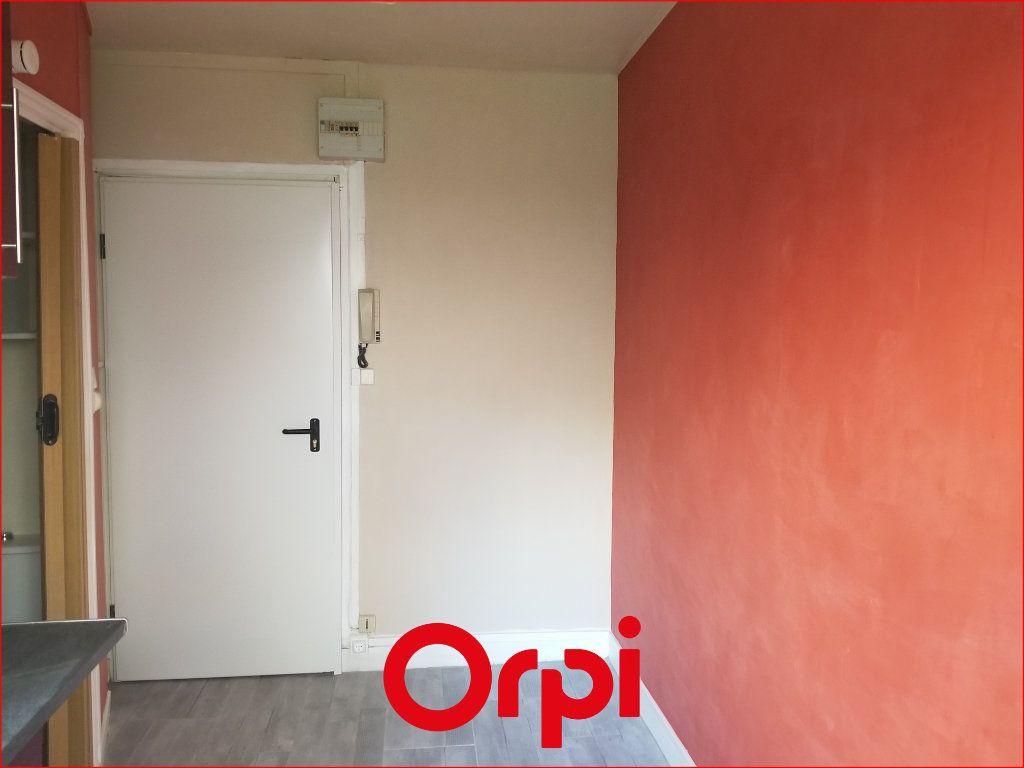 Appartement à louer 1 9.84m2 à Chamalières vignette-2