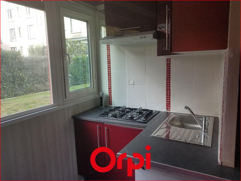 Appartement à louer 1 9.84m2 à Chamalières vignette-3