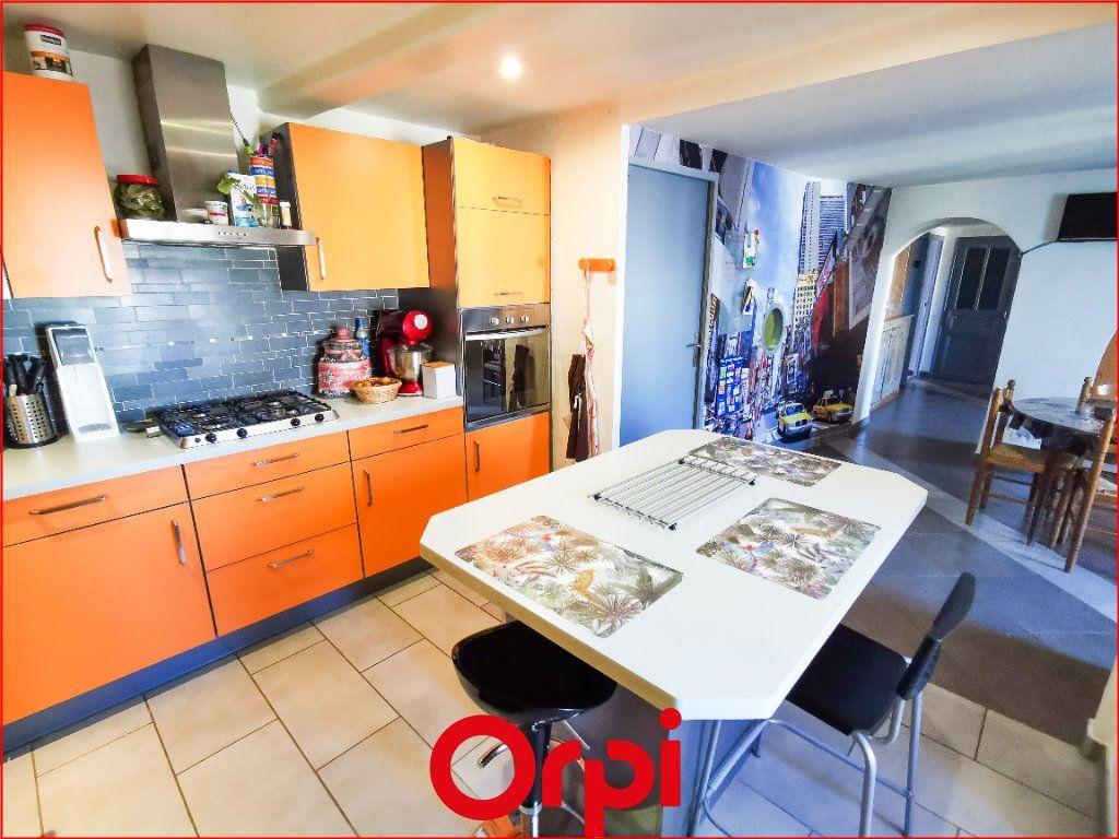 Maison à vendre 6 160m2 à Vic-le-Comte vignette-4