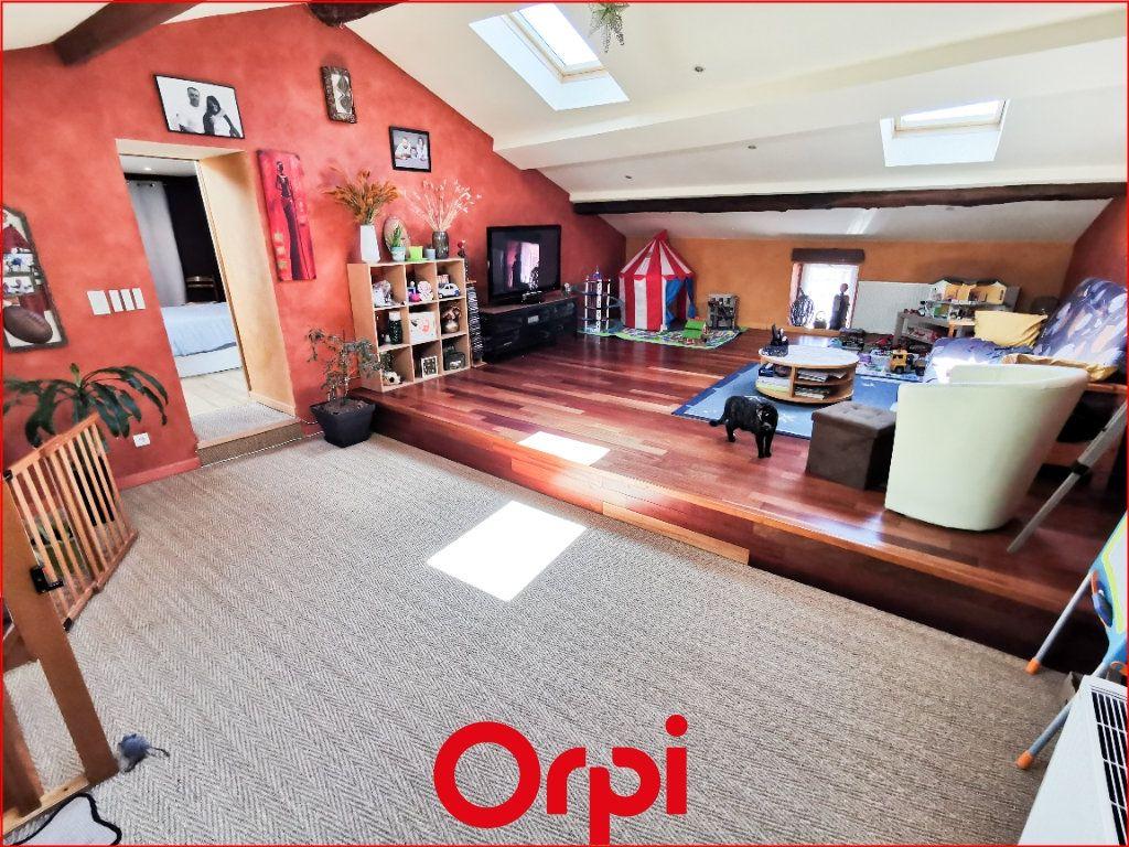 Maison à vendre 6 160m2 à Vic-le-Comte vignette-5