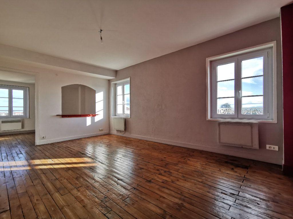 Appartement à vendre 4 75m2 à Saint-Beauzire vignette-2