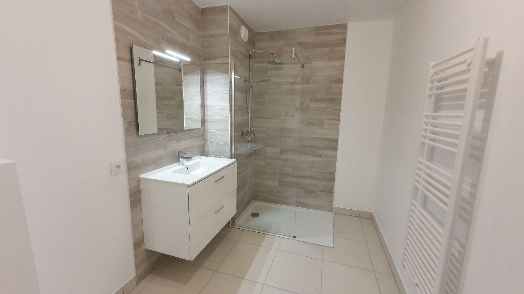 Appartement à louer 1 26.5m2 à Clermont-Ferrand vignette-2