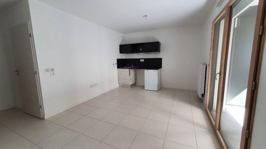 Appartement à louer 1 26.5m2 à Clermont-Ferrand vignette-3
