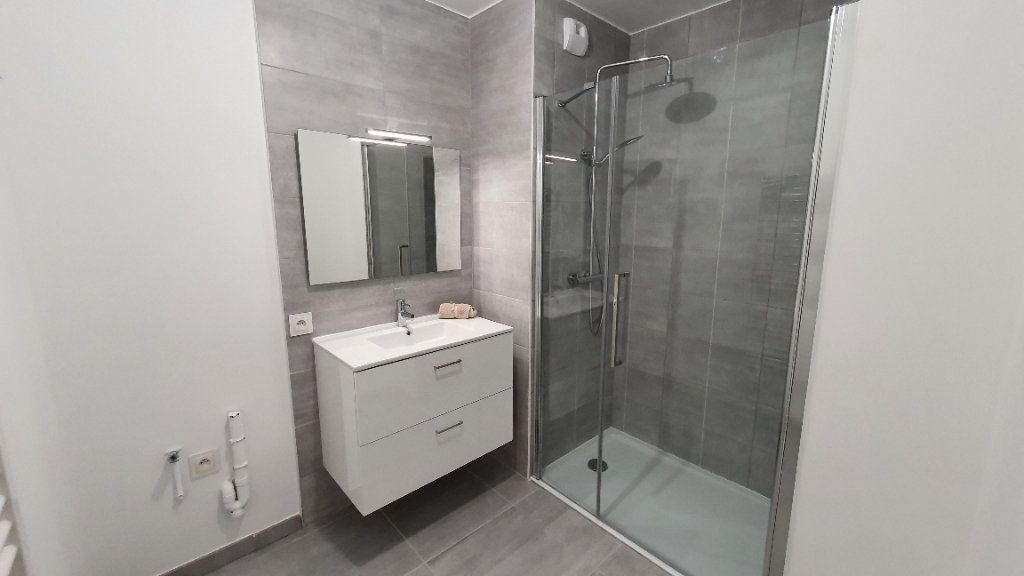 Appartement à louer 2 38.83m2 à Clermont-Ferrand vignette-2