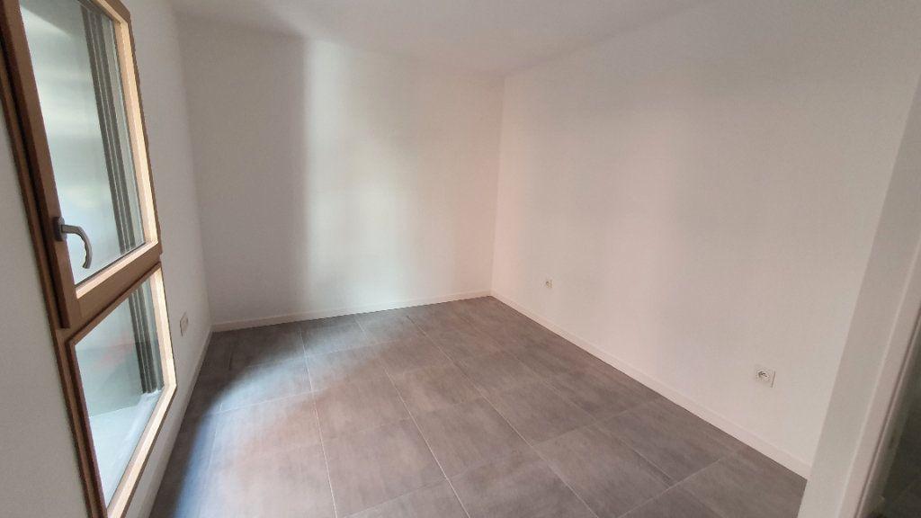 Appartement à louer 2 38.83m2 à Clermont-Ferrand vignette-3