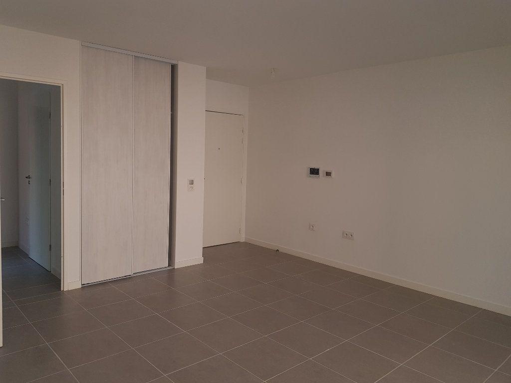 Appartement à louer 3 59.58m2 à Clermont-Ferrand vignette-1