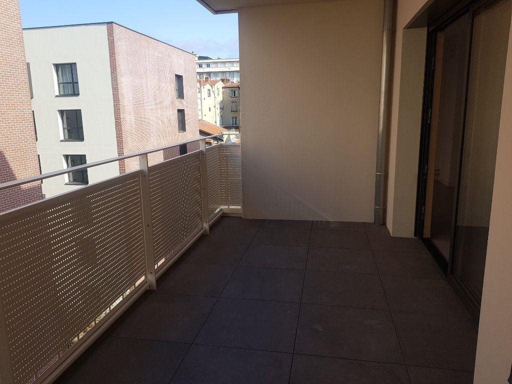 Appartement à louer 3 59.58m2 à Clermont-Ferrand vignette-3