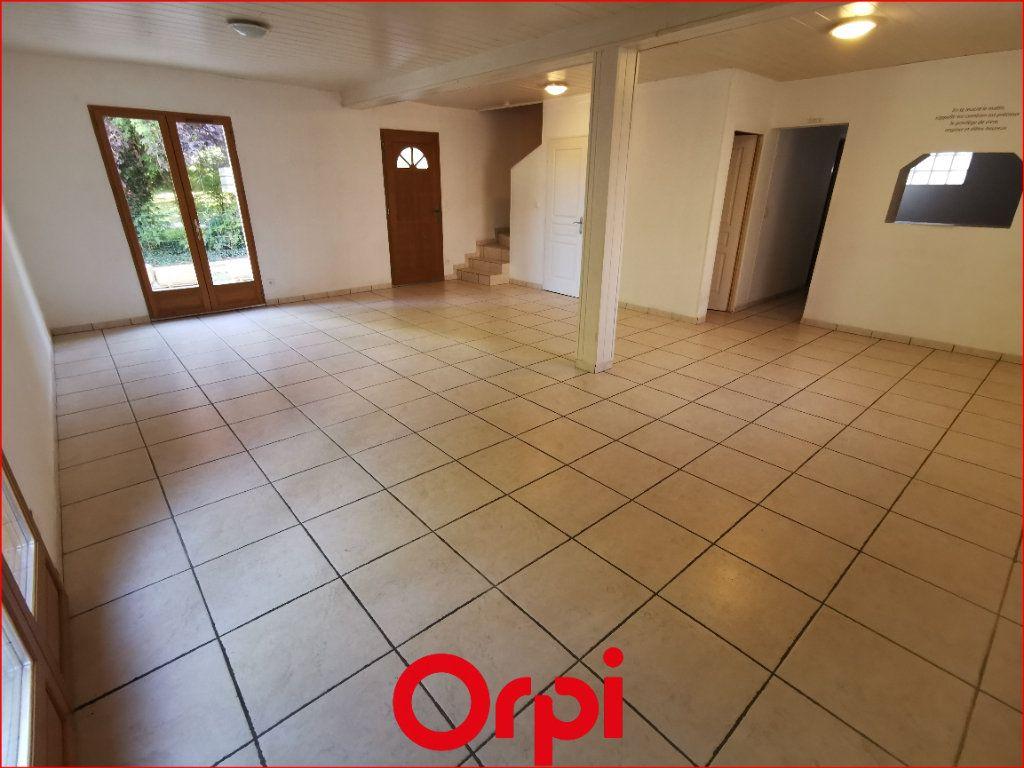 Maison à vendre 4 102m2 à Châtel-Guyon vignette-1