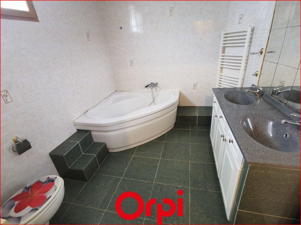 Maison à vendre 4 102m2 à Châtel-Guyon vignette-3