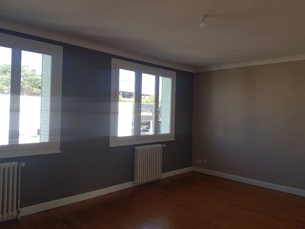 Appartement à louer 4 86m2 à Clermont-Ferrand vignette-1