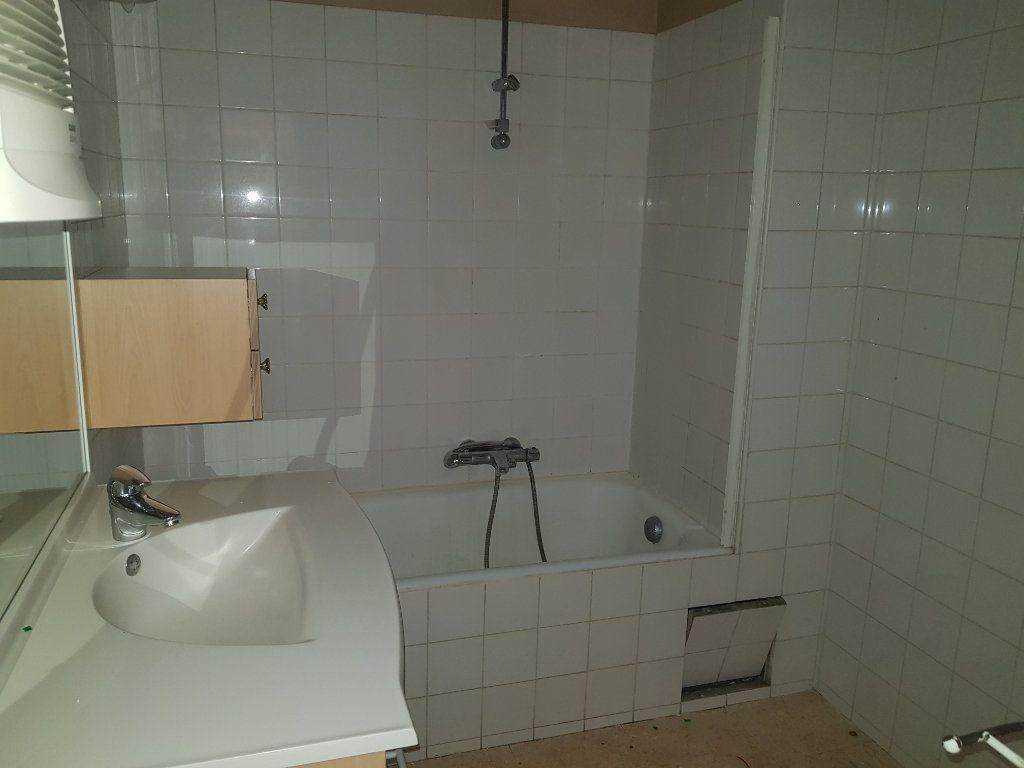 Appartement à louer 4 86m2 à Clermont-Ferrand vignette-3