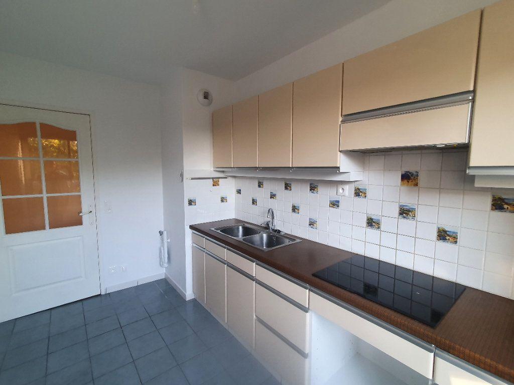 Appartement à louer 3 62.68m2 à Chamalières vignette-4