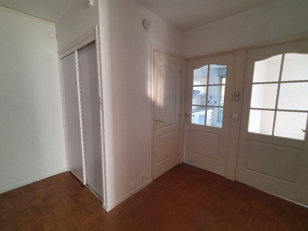 Appartement à louer 3 62.68m2 à Chamalières vignette-8