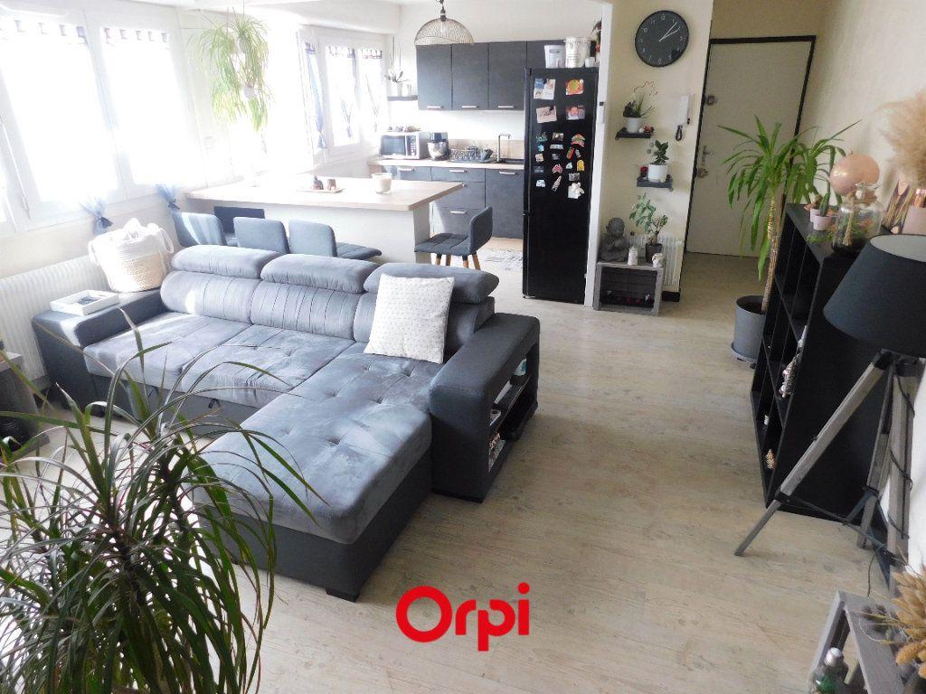Appartement à louer 2 45.43m2 à Clermont-Ferrand vignette-1
