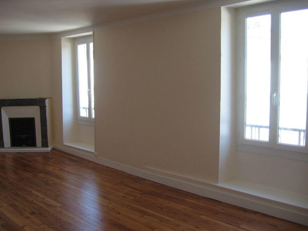 Appartement à louer 4 100m2 à Pomarez vignette-1