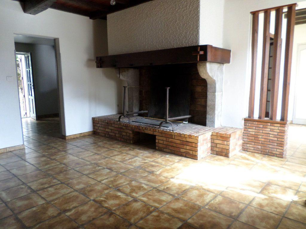 Maison à louer 6 150m2 à Pomarez vignette-2