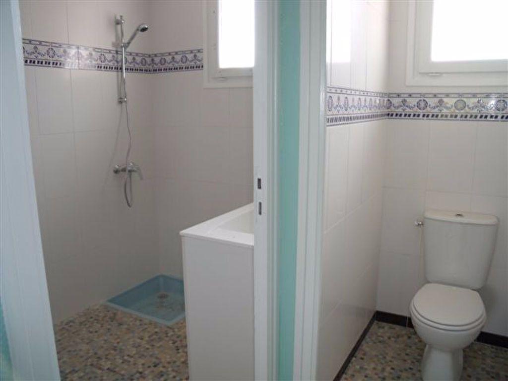 Maison à louer 3 69m2 à Pomarez vignette-4