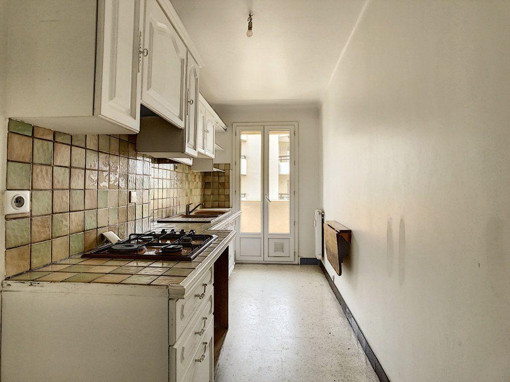 Appartement à louer 3 63.5m2 à Antibes vignette-2