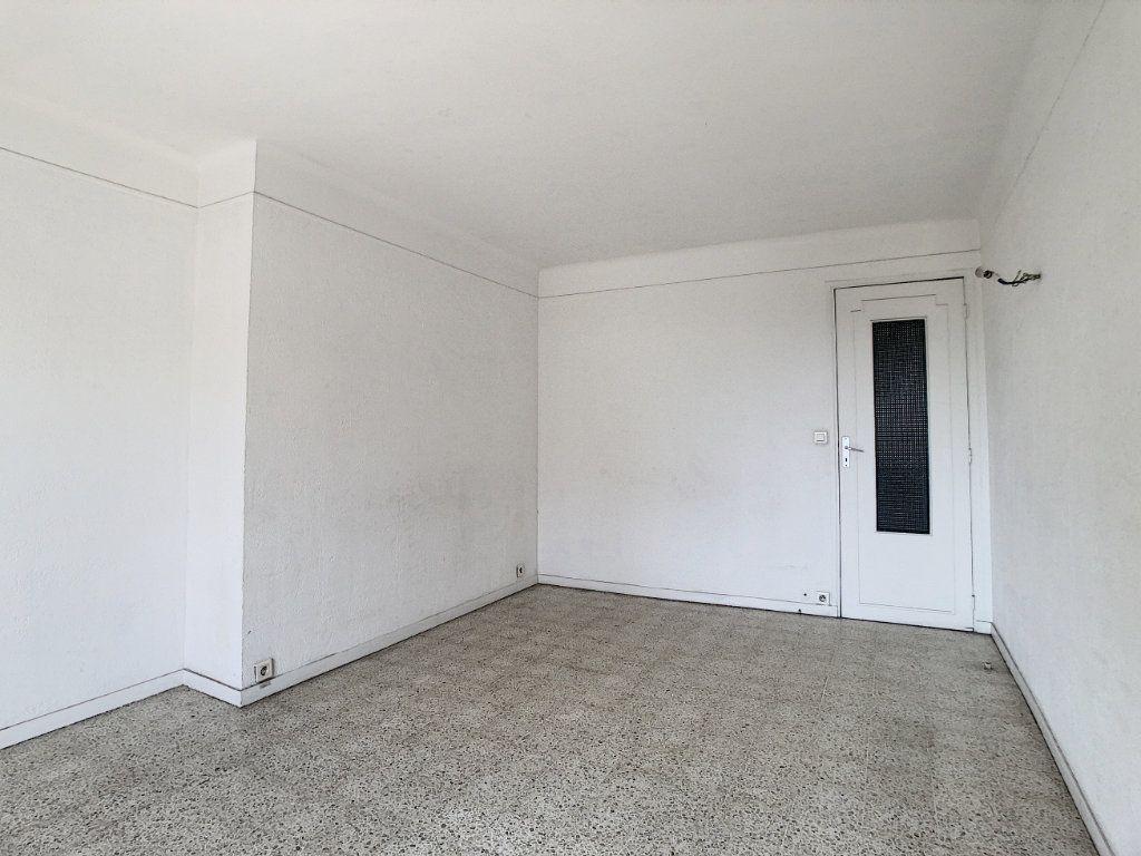 Appartement à louer 3 63.5m2 à Antibes vignette-3